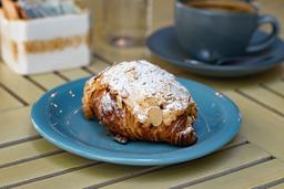 Croissant con Almendras