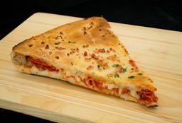 Rebanada de Pizza Rellena
