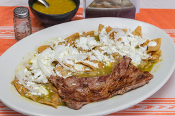 Chilaquiles con Arrachera
