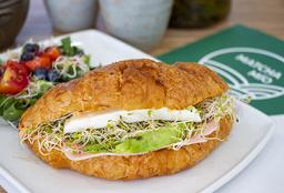 Croissant Salado Deli con Ensalada