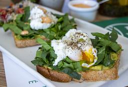 Toast de Huevo Poché Orgánico con Ensalada