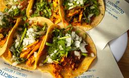 🌮 6 Tacos de Pastor + Refresco