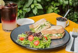 Sandwich de Hummus y Arúgula