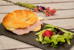 Croissant de Jamón y queso + Bebida GRATIS