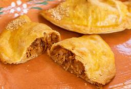 Empanada de Tinga de Pollo con Chipotle