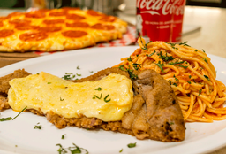 Milanesa Parmesana con Spaguetti