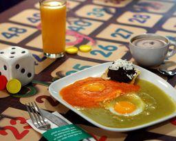 Huevos Divorciados + Fruta o Jugo + Café