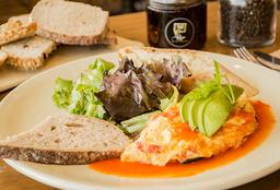 Omelette de Aguacate y Verduras Asadas