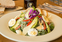 Ensalada César de Kale Orgánico y Pollo Orgánico