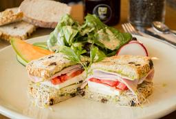 Sándwich de Panela y Pavo + Ensalada de Verdes
