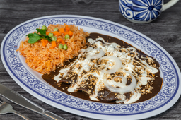 Enchiladas con Mole Rojo