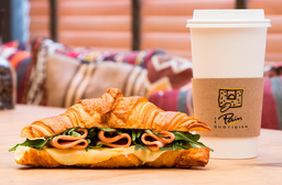 1 Café Orgánico + 1 Croissant de Jamón y Queso