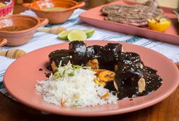 Mole Negro con Pechuga de Pollo 200 Gr.