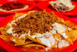 Chilaquiles con Longaniza y Huevo