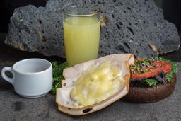 Sándwich con Pechuga de Pavo y Queso