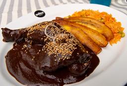 Mole Negro con Muslo y Pierna de Pollo