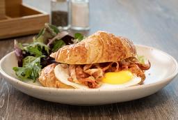 Croissant de Huevo con Tocino