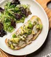 Toast con Aguacate