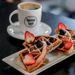 Wafles + café americano Gratis.