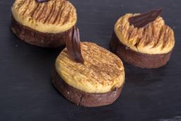 Tarta de chocolate con maracuyá