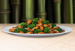 Pollo en Salsa con Brócoli