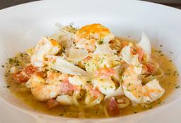 Shrimp and Scallops Lingüini