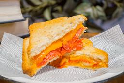 Sandwich de Queso Brie Salami