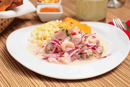 Ceviche de Pescado + Chicha morada natural o Jugo de Maracuyá