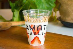 Yogurt Natural con Fresa y Granola