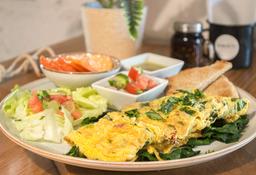 Omelette con Espinaca, Tocino y Jitomate