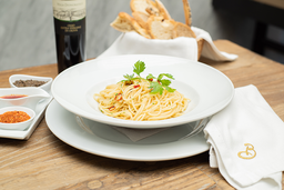 Espagueti Aglio Olio y Peperoni