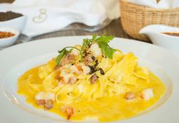 Pasta Fettuccine Alla Carbonara Di Mare
