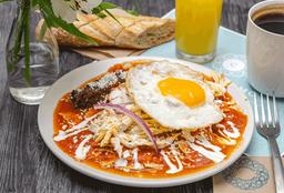 Chilaquiles Tradicionales con Pollo y Huevo