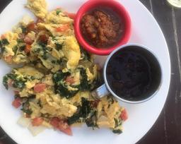 Huevos a la Mexicana con Espinacas