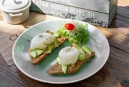 Huevos Tiernos Sobre Aguacate y Tosta de Pan Artesanal