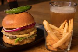 Piña Burger con Cerveza ó Coca-Cola
