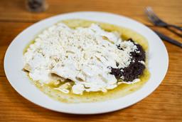 Enchiladas Suizas con Frijoles