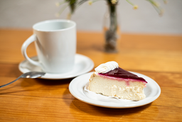 Pastel con Café Americano