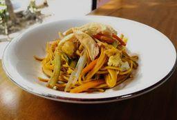 ¡Combo Chow Mein con rollo primavera adicional gratis!