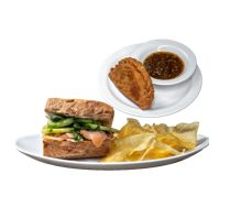 Sándwich Salmón +  Empanada ¡Gratis!