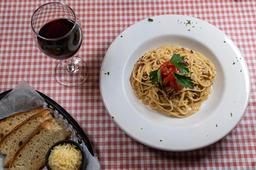 Spaguetti Aceite, Ajo y Pimiento Rojo