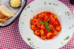 Gnocchi Tomate Fresco y Albahaca