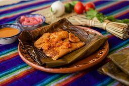 Tamal Chicharrón en Salsa Roja