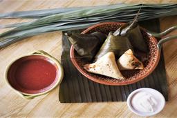 Corundas con Salsa de Jitomate y Crema