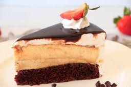 Rebanada de Pastel Chocolate y Queso