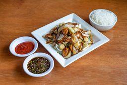 Pollo en Salsa de Ostión Solo con Cebolla
