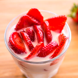 Copa de Yogurt con Fresa