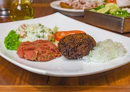 Platillo con Hamburguesa y Carne Tártara
