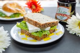 Sándwich de Queso Panela y Jamón de Pavo