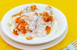 Orden de Corundas con Crema y Salsa